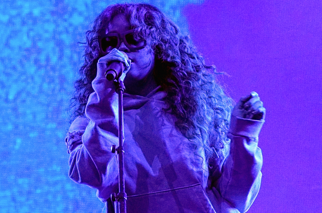 LOS ANGELES, CA - JUNE 23: H.E.R. performs onstage at night two of the STAPLES Center Concert, presented by Coca-Cola, during the 2017 BET Experience at LA Live on June 23, 2017 in Los Angeles, California. (Photo by Bennett Raglin/Getty Images for BET)